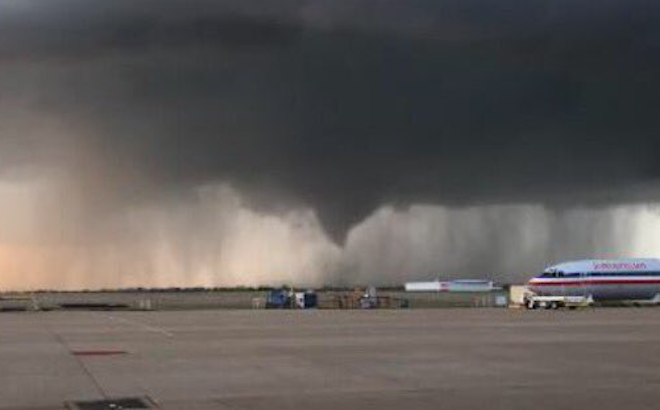 03-30_1909_Tulsa, OK_Tornado at the airport_TW_@CalDay2044_CB