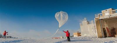 4340PHOTO-2016_NOAA-NASA-OZONE-HOLE-Researchers-release-a-weather-balloon-carrying-an-ozone-sonde-during-the-2016-ozone-hole-research-seas