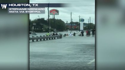 Houston Residents Form Human Chain to Save Man Trapped in SUV