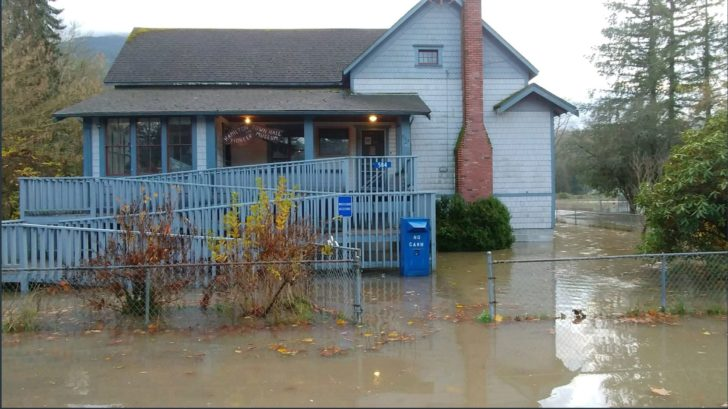 Washington Residents Flee Floodwaters on Thanksgiving