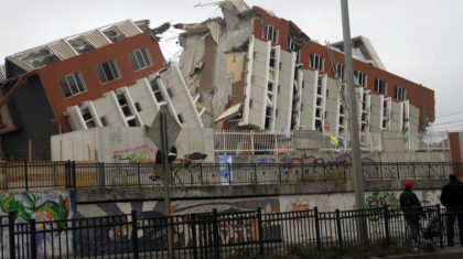 Early Warning Earthquake System Tested against Chilean Great Quakes