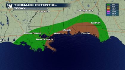 Tornado Threat for the Gulf Coast Monday