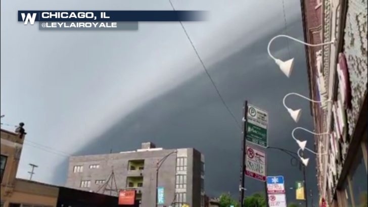 Strong storms move through Chicago area Sunday