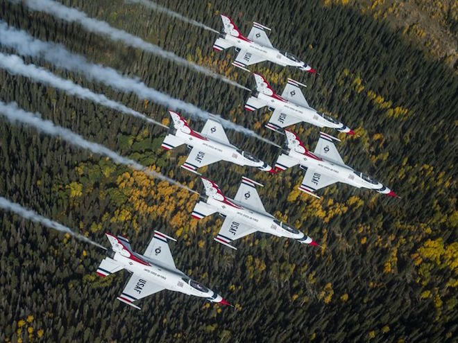 Amazing Photos: Air Force 'Thunderbirds' Fly Over Fall Colors
