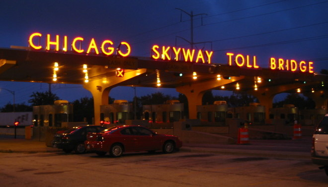 Wind Sweeps Great Lakes Causes Trouble on Chicago Skyway