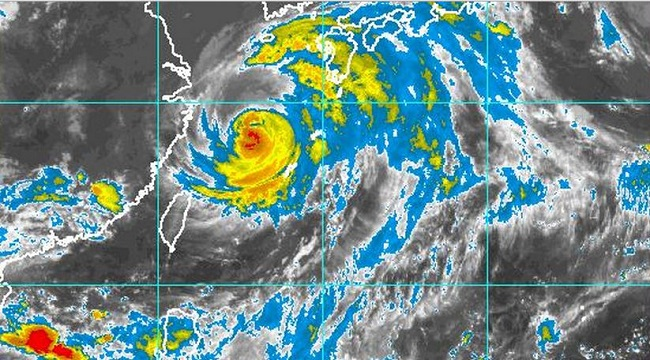 Typhoon Neoguri Sideswipes U.S. Air Base, Sets Sights on Mainland Japan